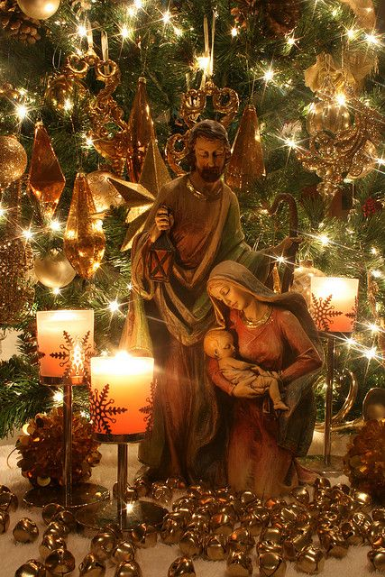 Love that Mary is holding Jesus instead if kneeling over him. So much more poignant! Nativity scene ✞ Credendum