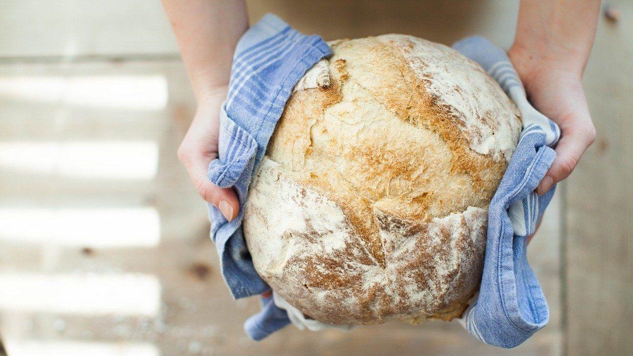 Jamie Oliver: Brot-Rezept mit nur drei Zutaten - Utopia.de