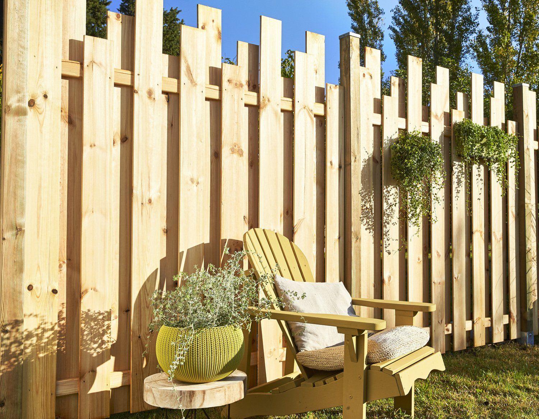 Une Palissade Avec Un Effet Graphique Avec Images Cloture Jardin Bois Amenagement Jardin Cloture Bois
