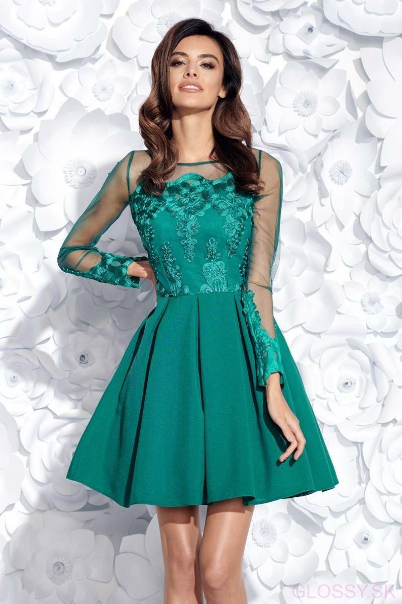 caa66d4339 Krásne spoločenské šaty s nadýchanou sukňou a dlhými rukávmi. Vrchná časť  šiat je zdobená vyšívanou