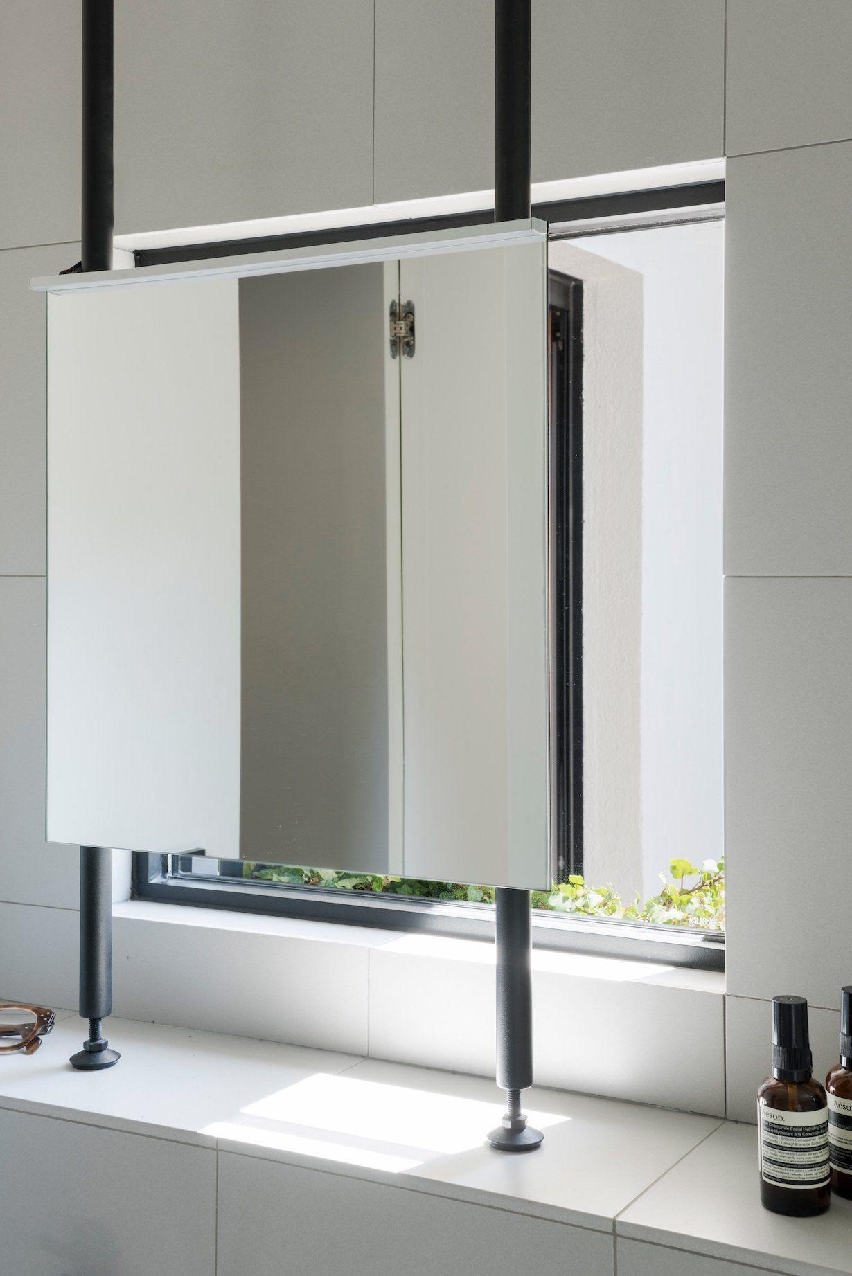 miroir salle de bain devant fen tre le blog d co de mlc salle de bain pinterest miroir. Black Bedroom Furniture Sets. Home Design Ideas