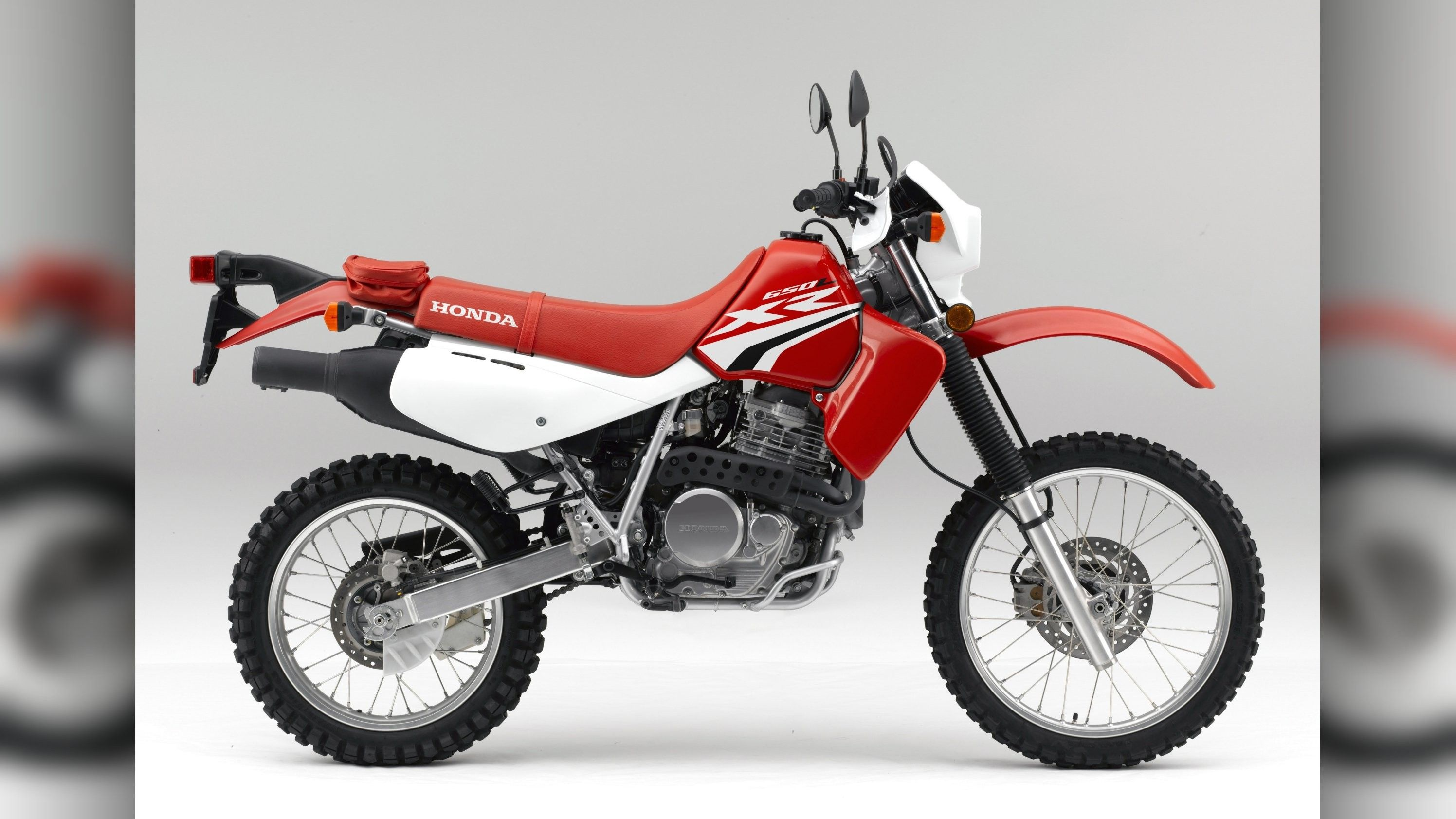 Research The 2019 Honda Xr650r With Our Expert Reviews And Ratings Additional New Features For The 2019 Honda Xr650r Motos De Motocross Motocross Motocicletas