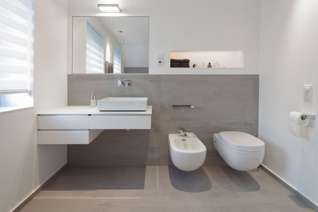 Schon Uncategorized : Geräumiges Kühles Badezimmer Modern Bad Modern Anthrazit  Gepolsterte On Interieur Dekor In Unternehmen Kühles