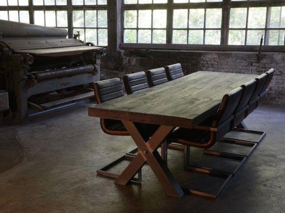 X poot - Hebben wij in de showroom.  Eiken tafel met x poot  Stoere eiken tafel in diverse diktes, afwerkingen en kleuren. Eettafel met een industriële uitstraling waarbij metaal en hout optimaal gecombineerd worden.