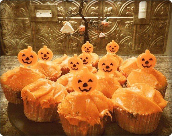 Halloween cupcakes idea #7   coloredtips/recipes/halloween - cupcake decorating for halloween