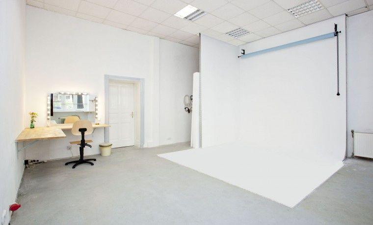 Schreibtischplätze in Fotostudio im Herzen Neuköllns #Büro #Bürogemeinschaft #Office #Coworking #Berlin