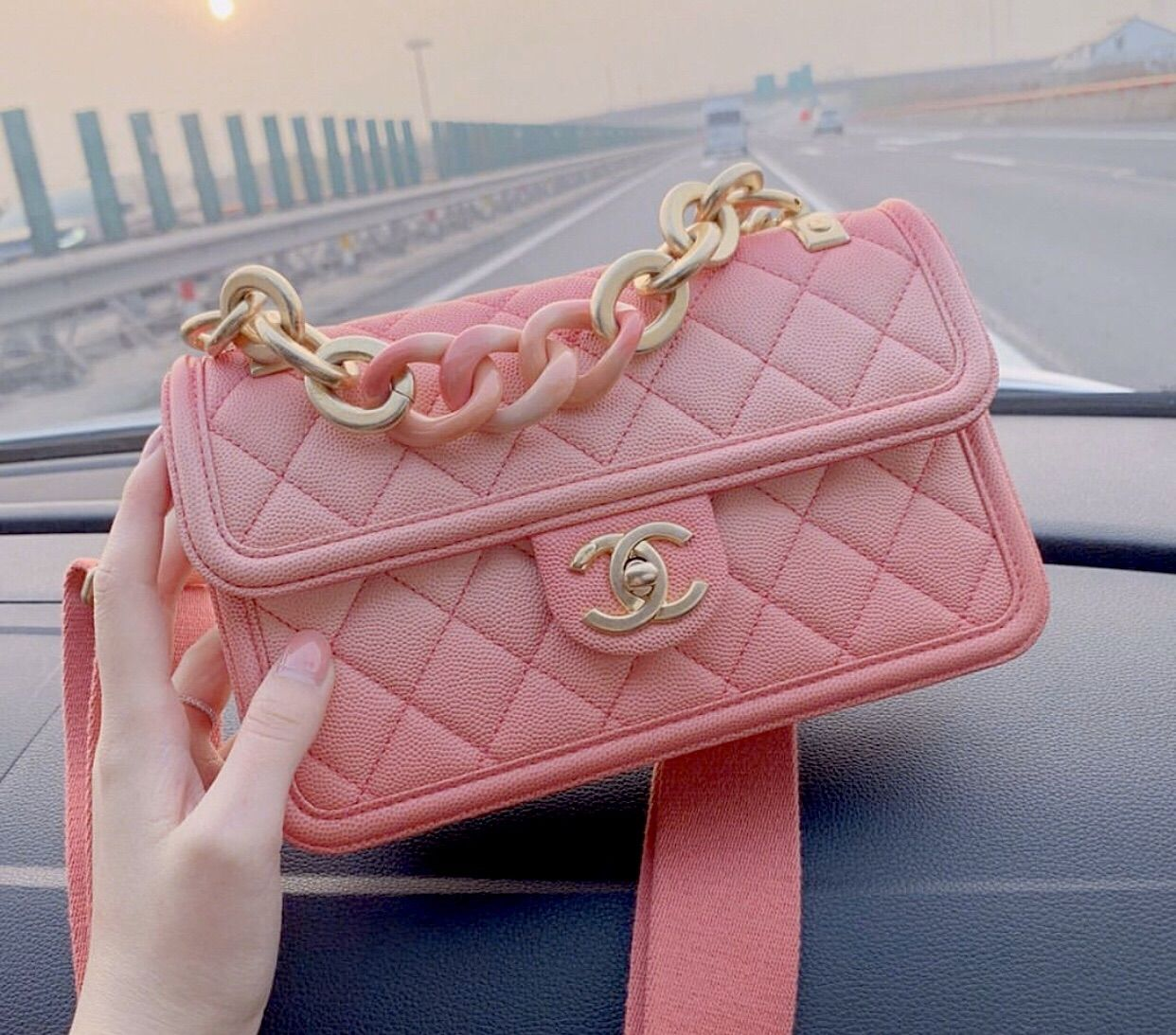 Image about pink in Bolsas by ꧁♡Ɲathália♡꧂ on We H