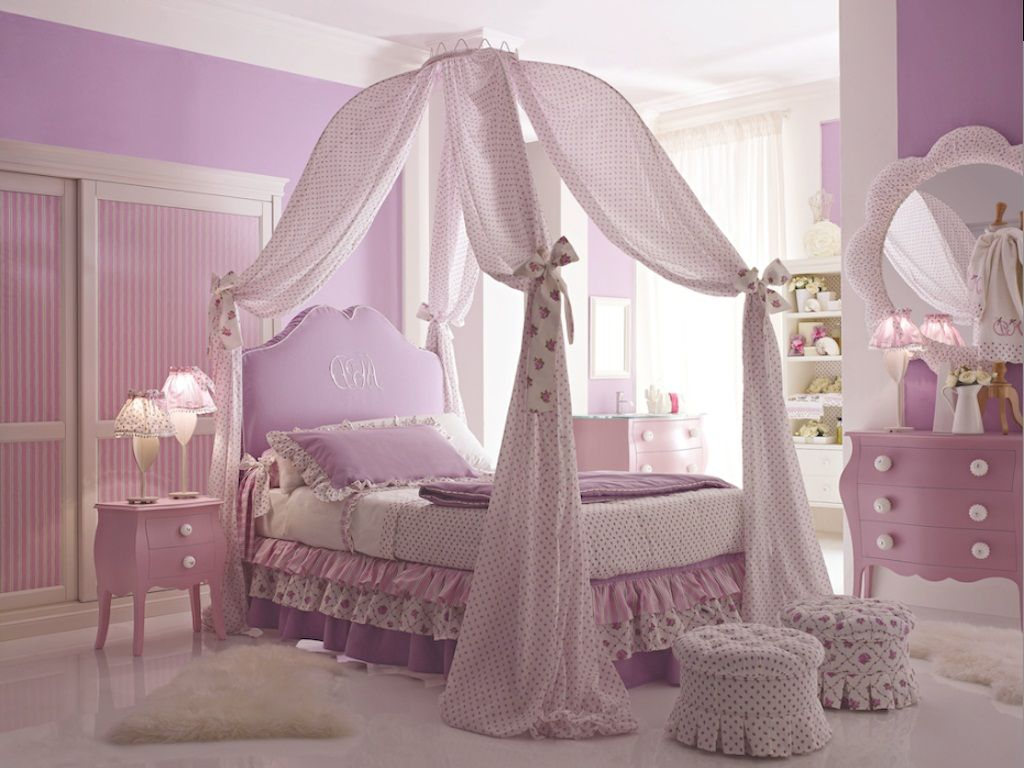 - Elegant Design Of The Princess Canopy Bed With Purple Bed Added