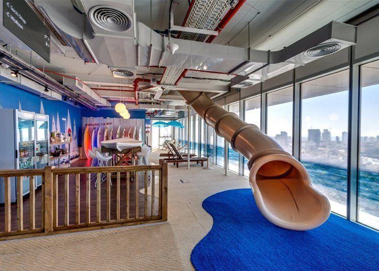 escalier toboggan d 39 int rieur pour transformer la maison en aire de jeux tobogan pinterest. Black Bedroom Furniture Sets. Home Design Ideas