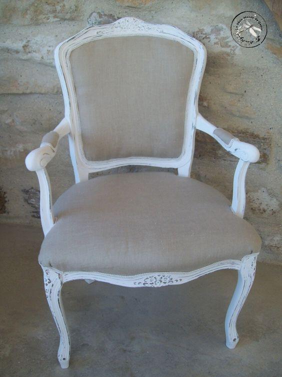 Fauteuil shabby patine blanc poudr recouvert de lin Meuble patine blanc ivoire