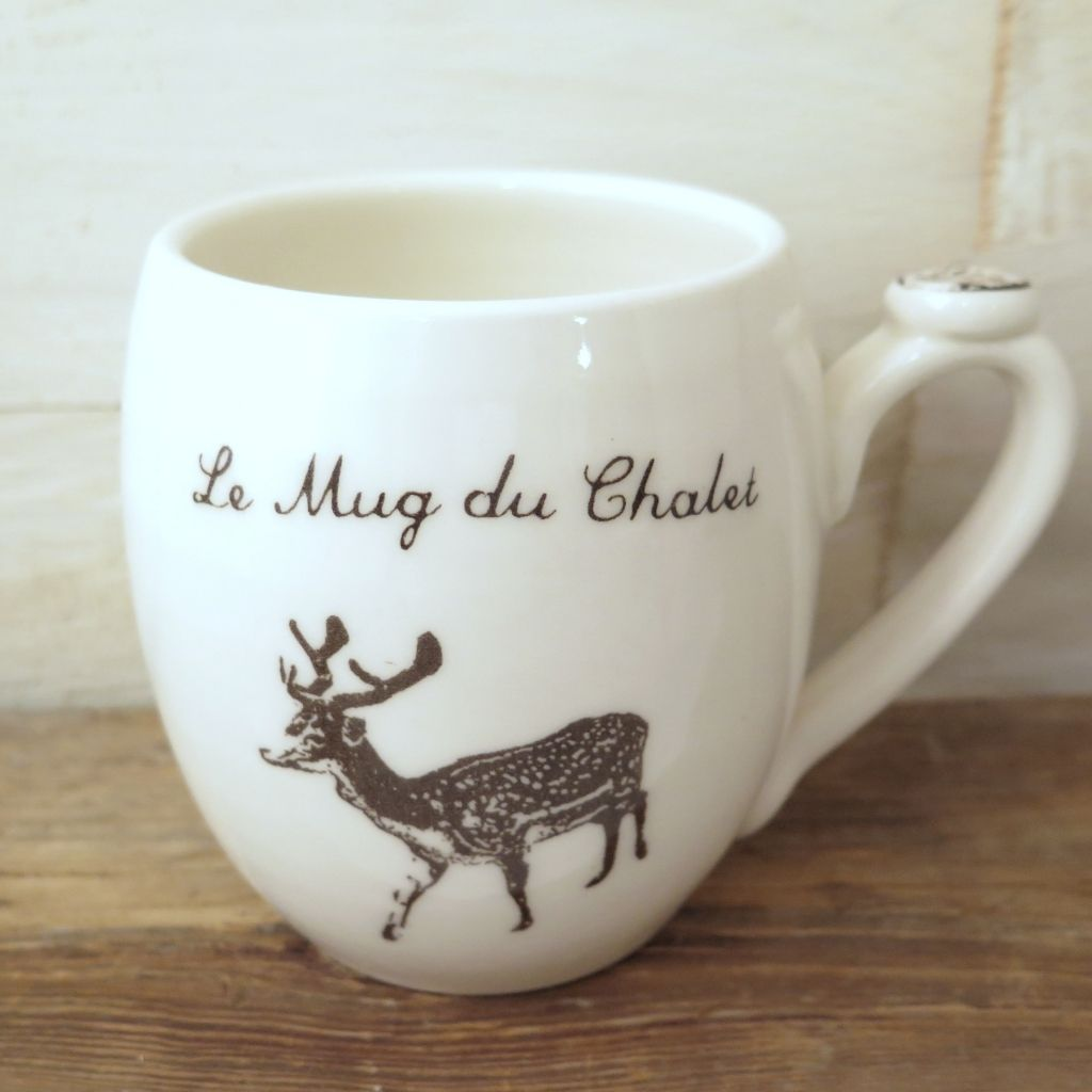 tasse le mug du chalet en porcelaine avec image s rigraphi e d un chevreuil et une branche de. Black Bedroom Furniture Sets. Home Design Ideas