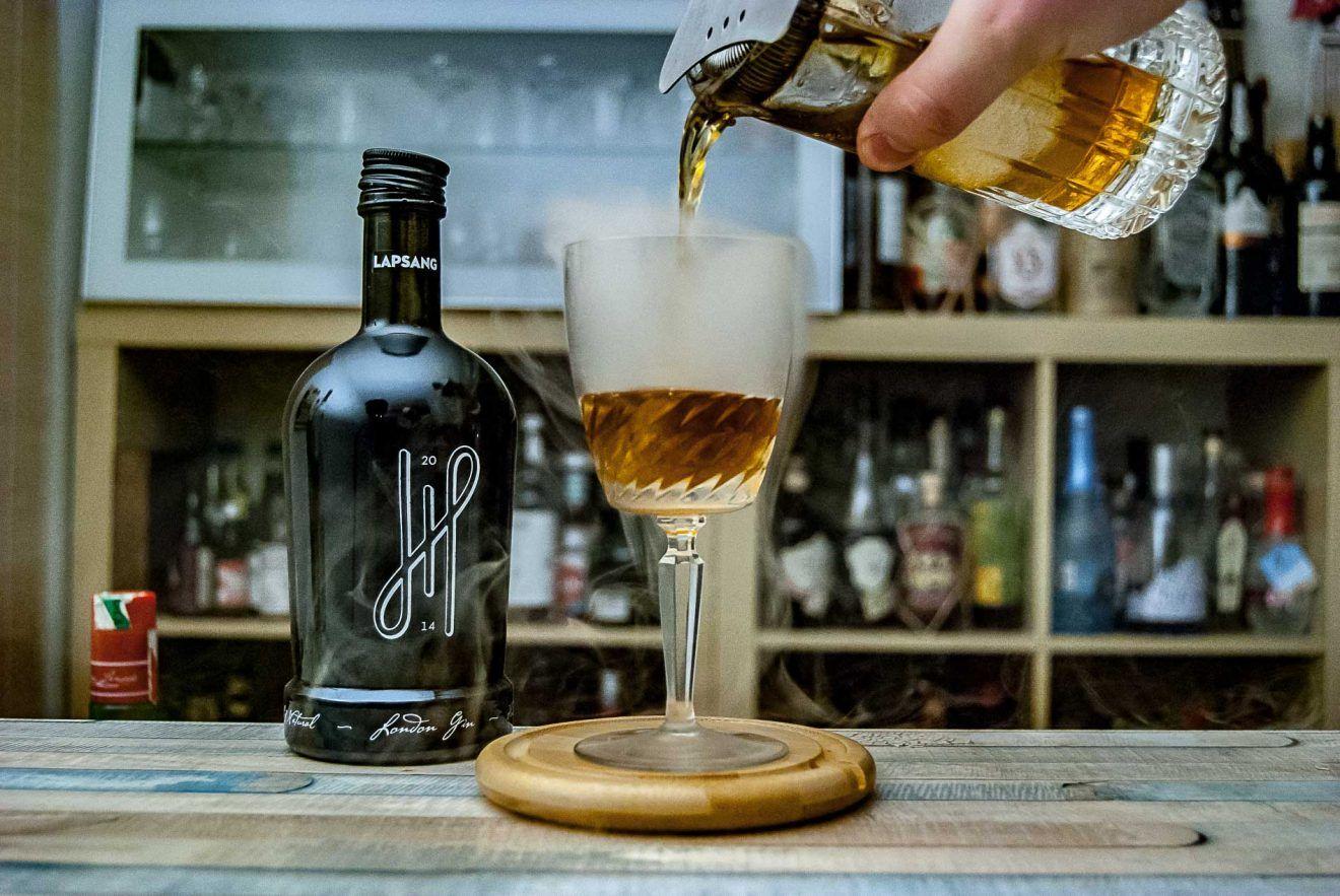 5 Cl Hoos Lapsang Gin 2 Cl Cognac 1 Cl Maraschino 2 5 Cl Susser