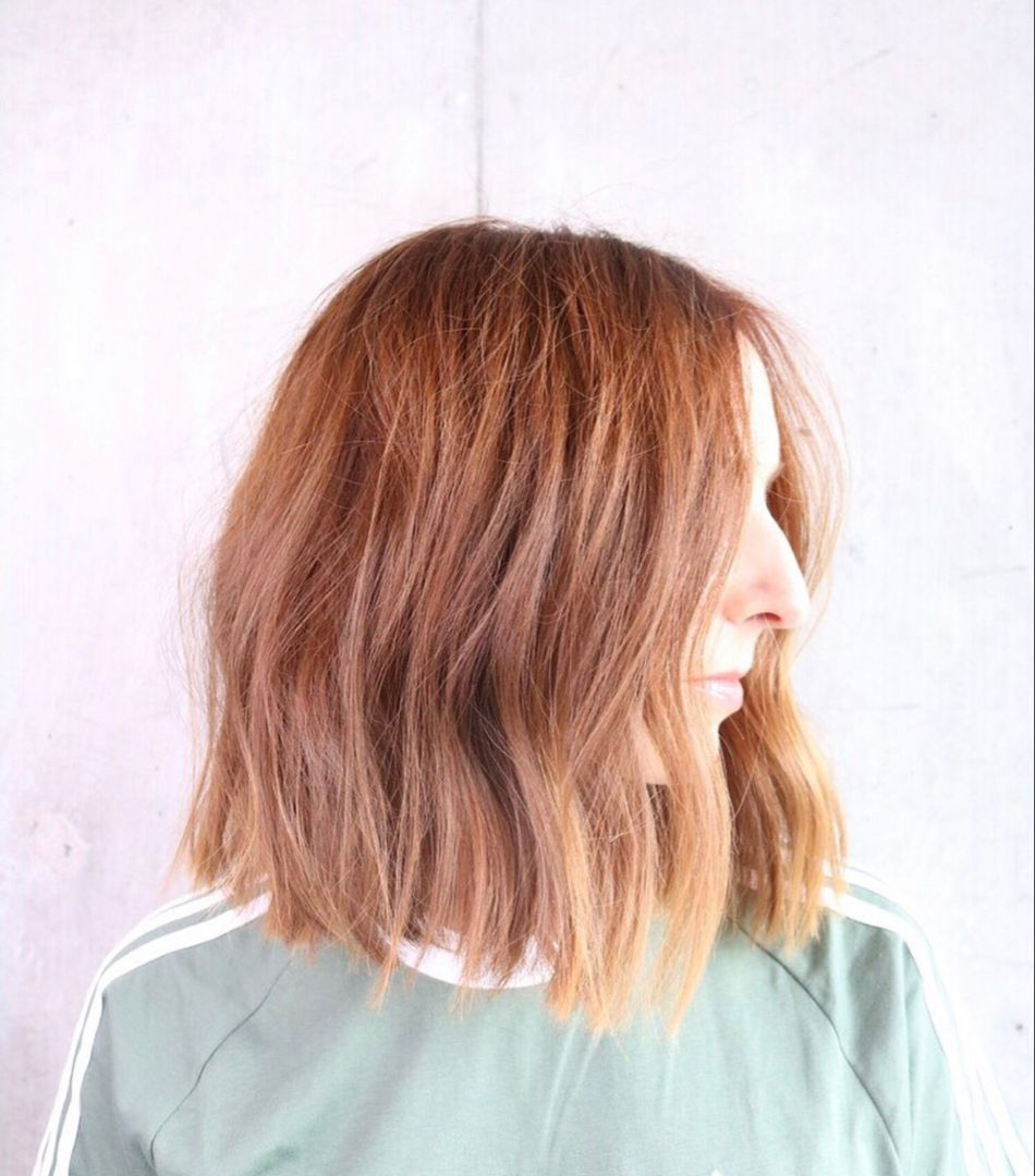 This is a slightly aline shaped lob with a livedin texture style. #kevinmurphy #livedinwaves #livedincolor #lobhaircuts #bobhair