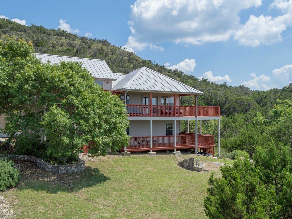Amazing views spacious decks at hillside high 305 avg