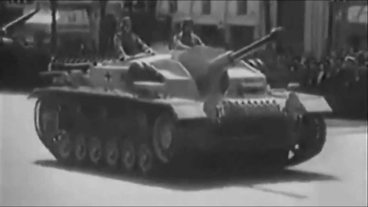 Passage of the Leibstandarte SS Adolf Hitler on 29 July, 1942, by Paris in the presence of Field Marshal von Rundstedt and General of the Waffen-SS Sepp Dietrich . The division was totally reconstituted after harsh battles of Barbarossa.  It will see its action in Feb, 1943 after Stalingrad.