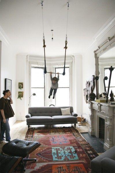 Y a beaucoup de parents qui installent un trapèze dans leur salle à