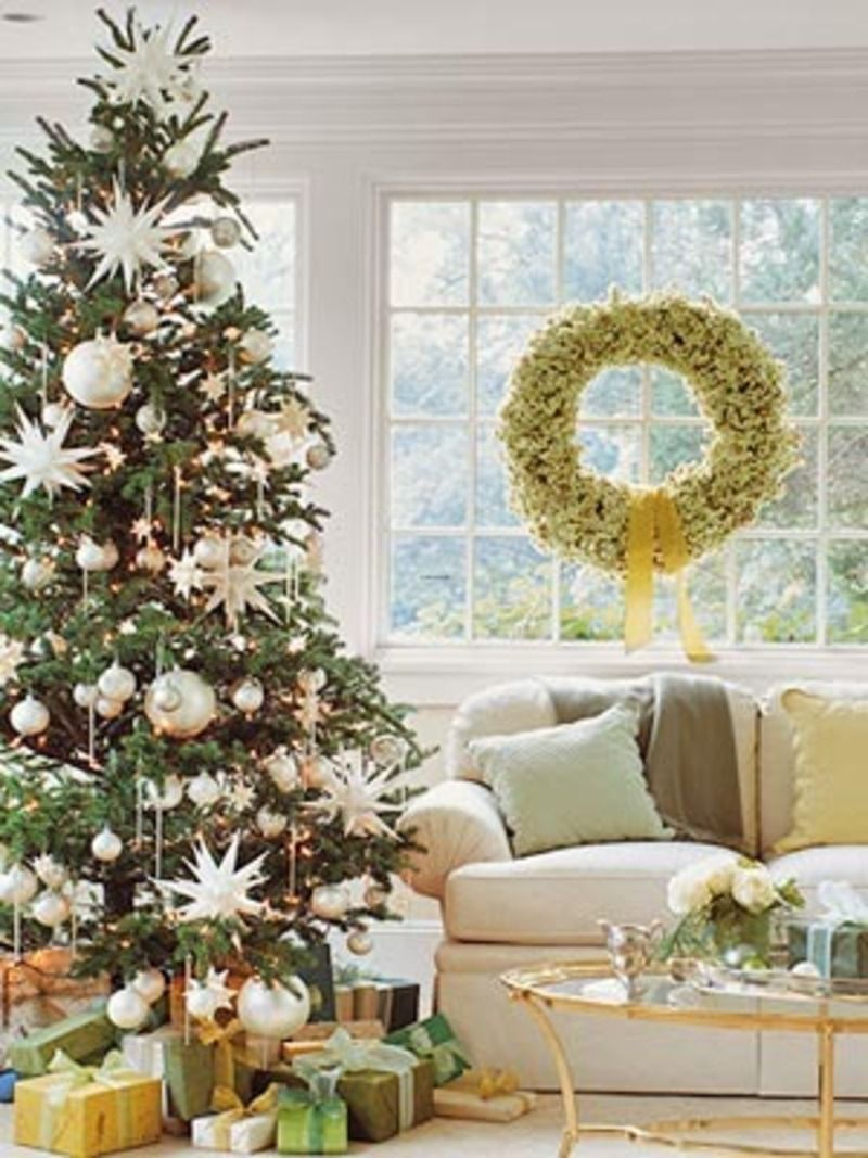 White christmas tree ball ornaments - Peaceful Living Room With White Christmas Decorating Theme For Holiday Home Decor With Beautiful Christmas Tree Charming Christmas Decorating Idea