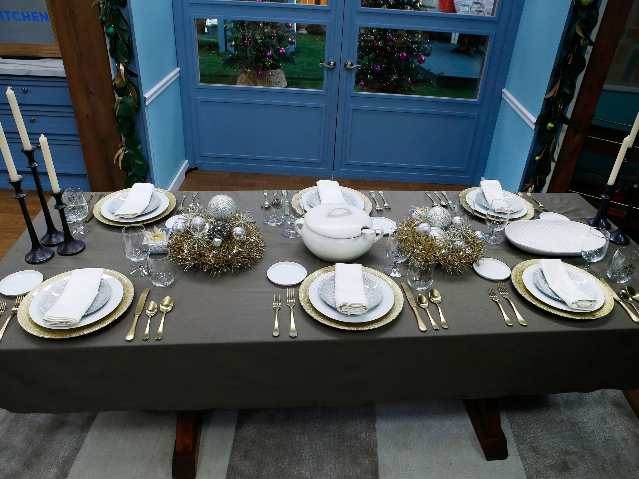 Set A Table That Sparkles The Kitchen Show Holiday Tablescapes Food Network Recipes