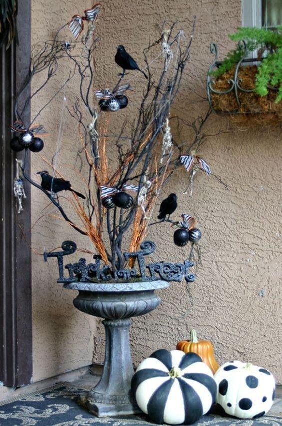 Halloween Veranda Dekor Ideen 00014  articledge.com    Halloween #fallfrontporchdecor