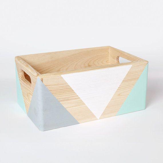 bo te de rangement en bois g om trique avec poign es. Black Bedroom Furniture Sets. Home Design Ideas