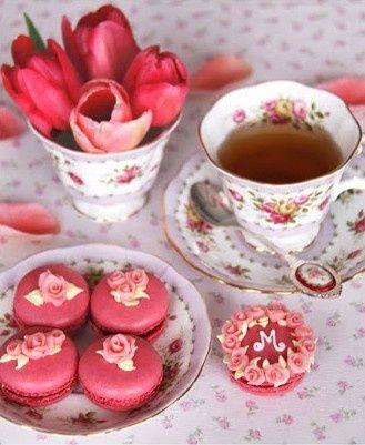 ❥ Pink Macarons and Tea
