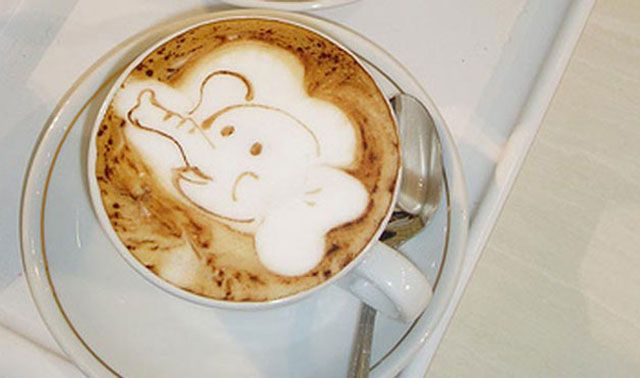 Blowing Elephant Coffee Art Design // Creative 3D Coffee Latte Art Pictures, Images & Designs