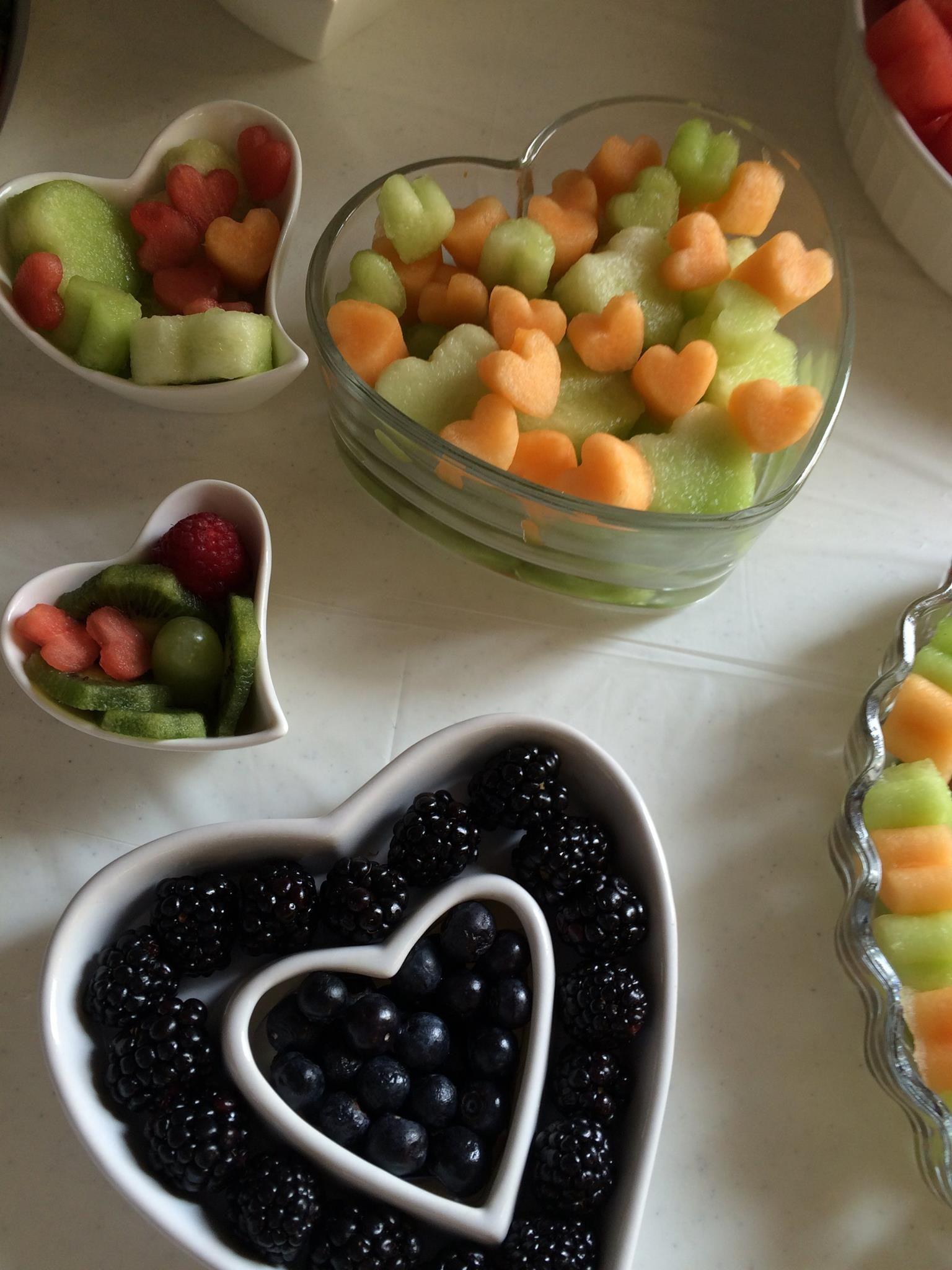 Black u white themed wedding hearts everywhere fruit display
