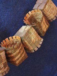 TUHATPAJU THOUSANDWILLOW: Ristipunontaa ja pajunkuorta Twining and willow bark