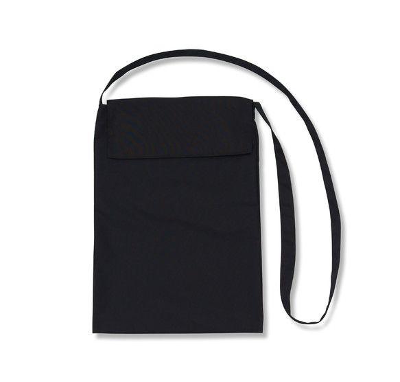 斜め掛け、肩掛けタイプのシンプルでモダンなバッグ。メンズ・レディース男性女性兼用。黒系カラー。・財布、携帯電話、鍵を持って出かけ、そこにちょっとした買い物の品...|ハンドメイド、手作り、手仕事品の通販・販売・購入ならCreema。