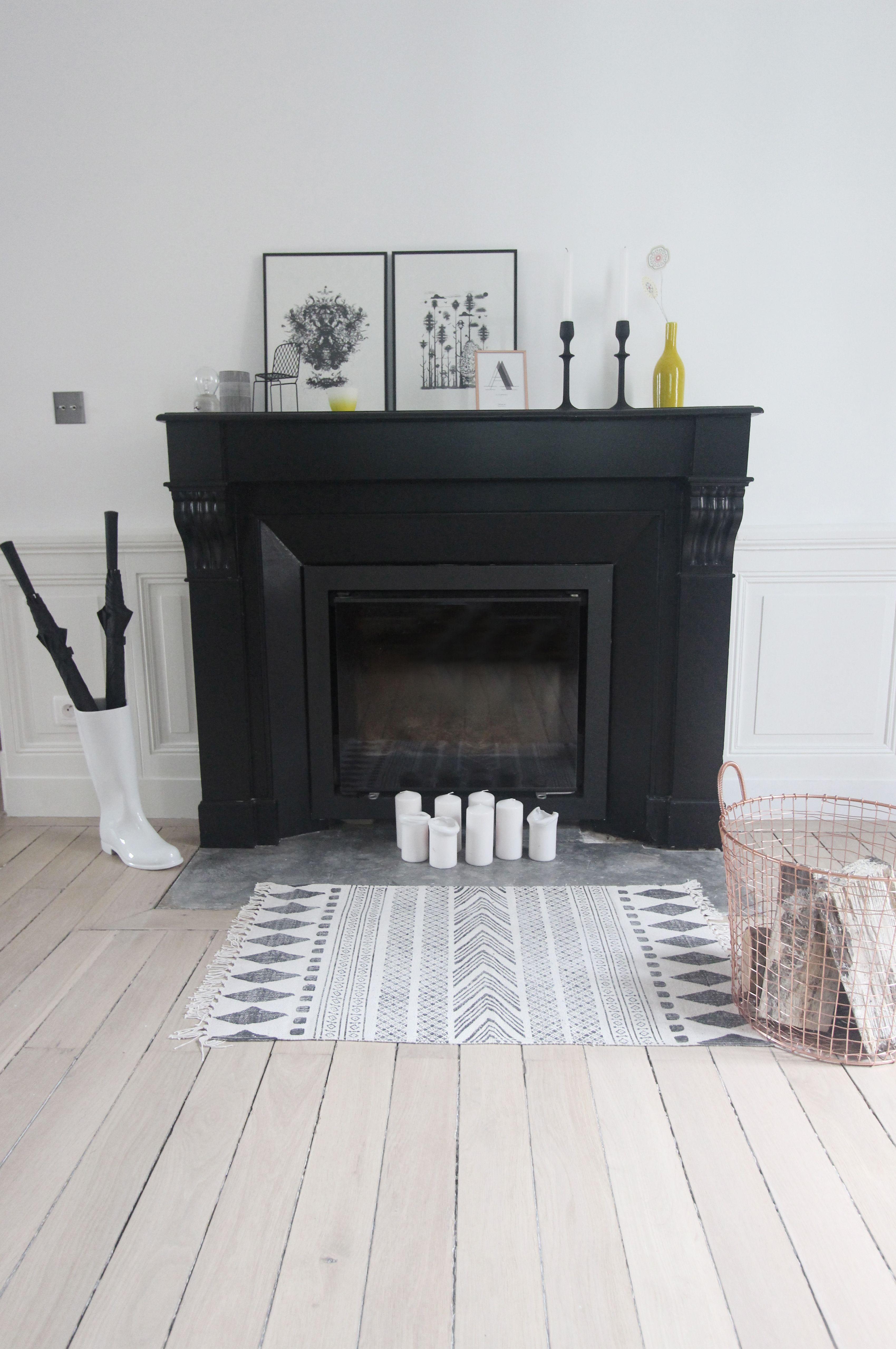 chemin e peinte noire interior design pinterest. Black Bedroom Furniture Sets. Home Design Ideas