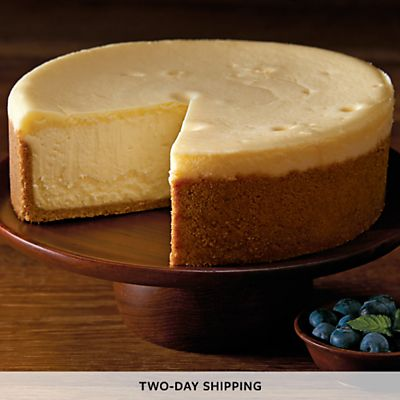 The Cheesecake Factory Original Cheesecake - 7 | Harry & David #cheesecakerecipes