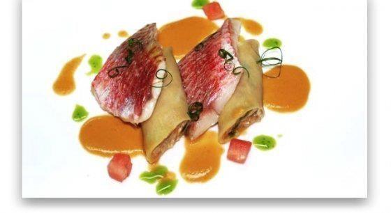 Salmonetes asados con canelones de changurro
