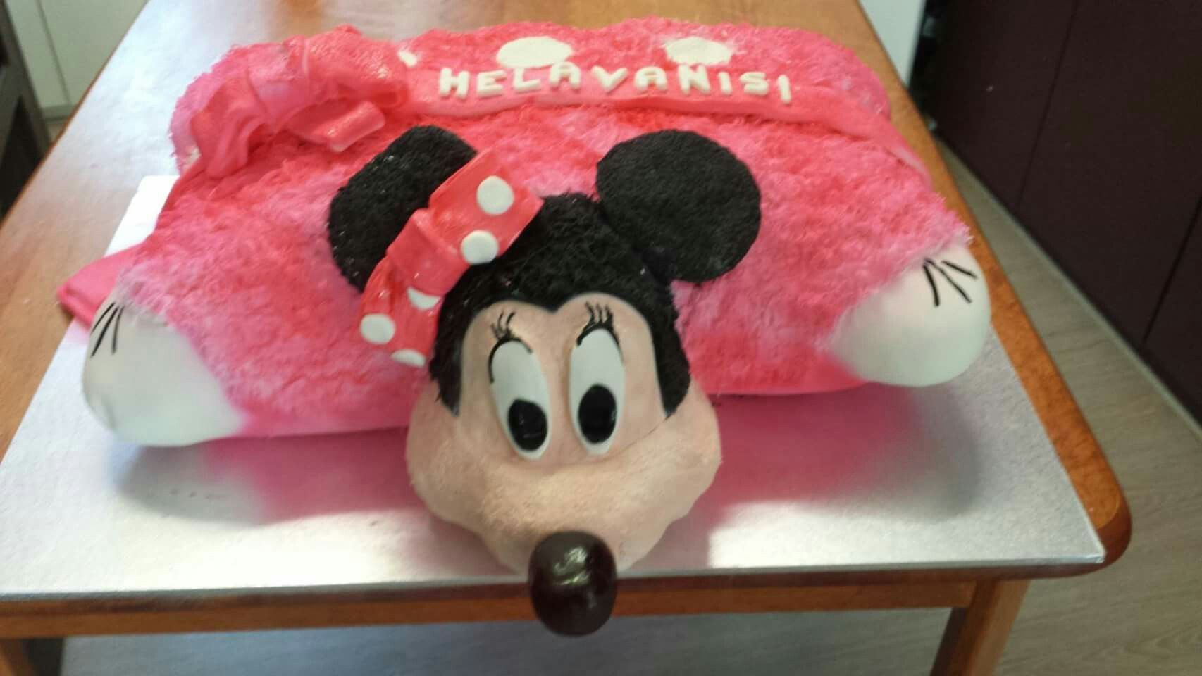 Life size minnie mouse pillow pet cake. All edible.