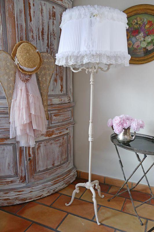 Lampadaire en bronze patin lin et son abat jour for Decoration shabby romantique