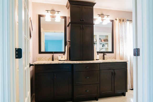 Custom Double Vanity With Center Tower Double Vanity Vanities And App
