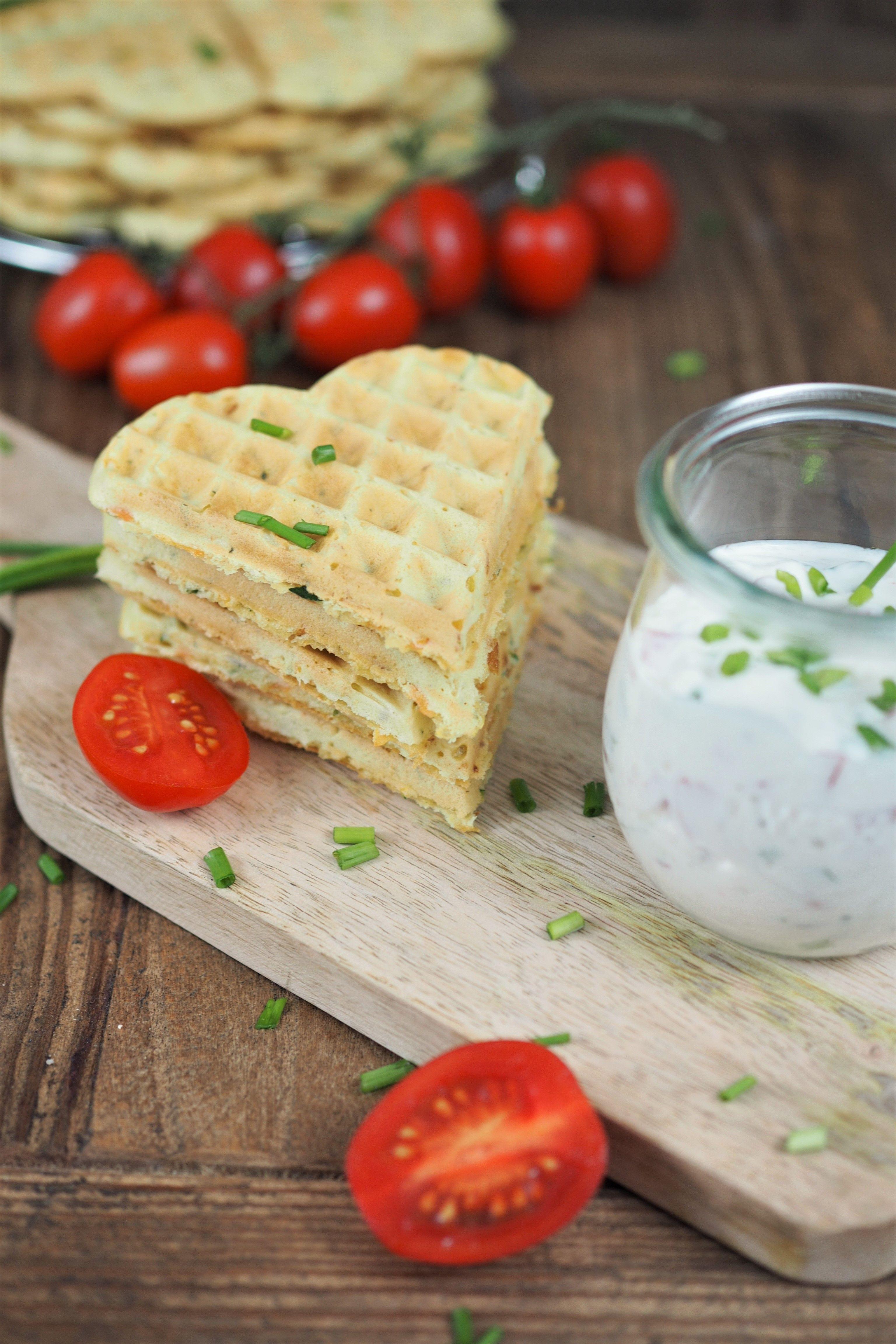 vegetarische pizzawaffeln mit tomaten quark dip ich liebe foodblogs pinterest dip. Black Bedroom Furniture Sets. Home Design Ideas