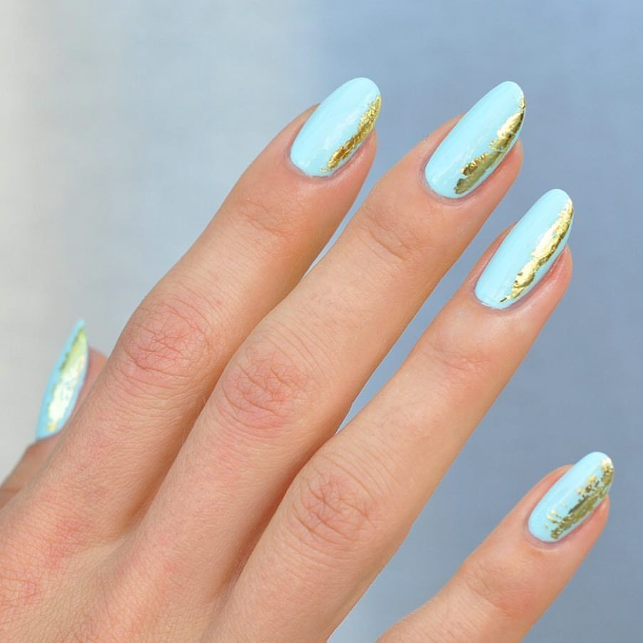 Paintbox Mint Nails With Gold Foil Accent Manicures Nagel