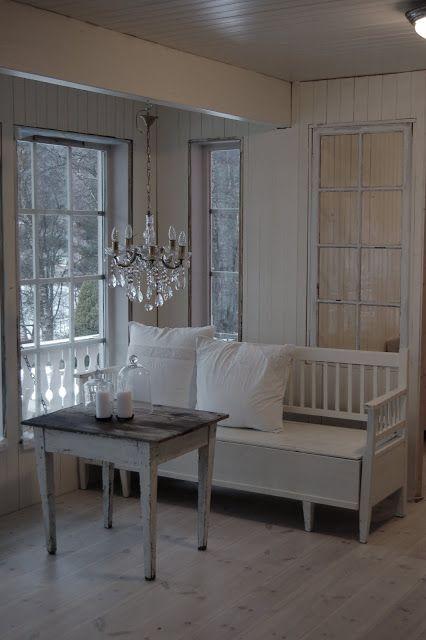 Beautiful Landhausstil, Schweden, Schöne Dinge, Leuchten, Raum, Rund Ums Haus,  Garten, Runde, Weiße Bank