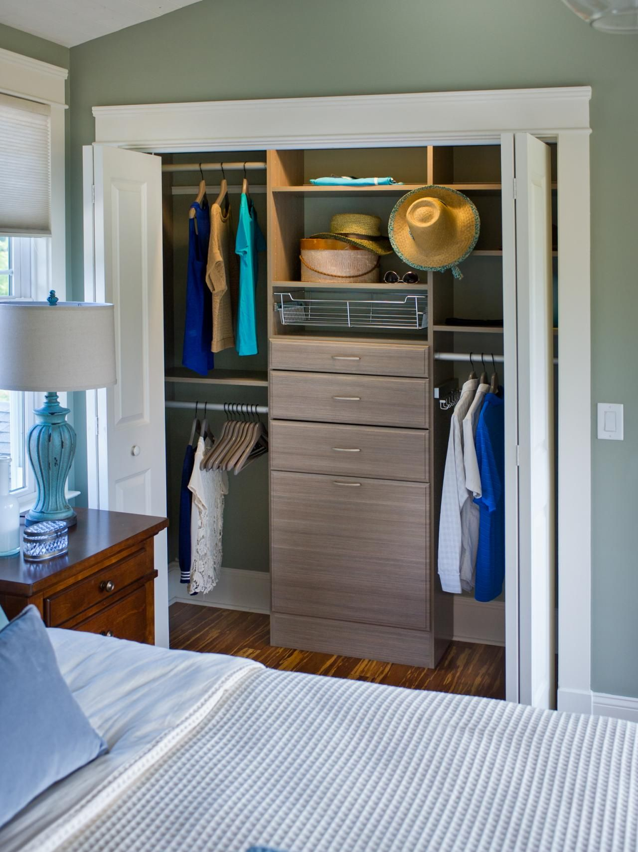 Tips on choosing built in storage garage laundry rooms garage tips on choosing built in storage solutioingenieria Image collections