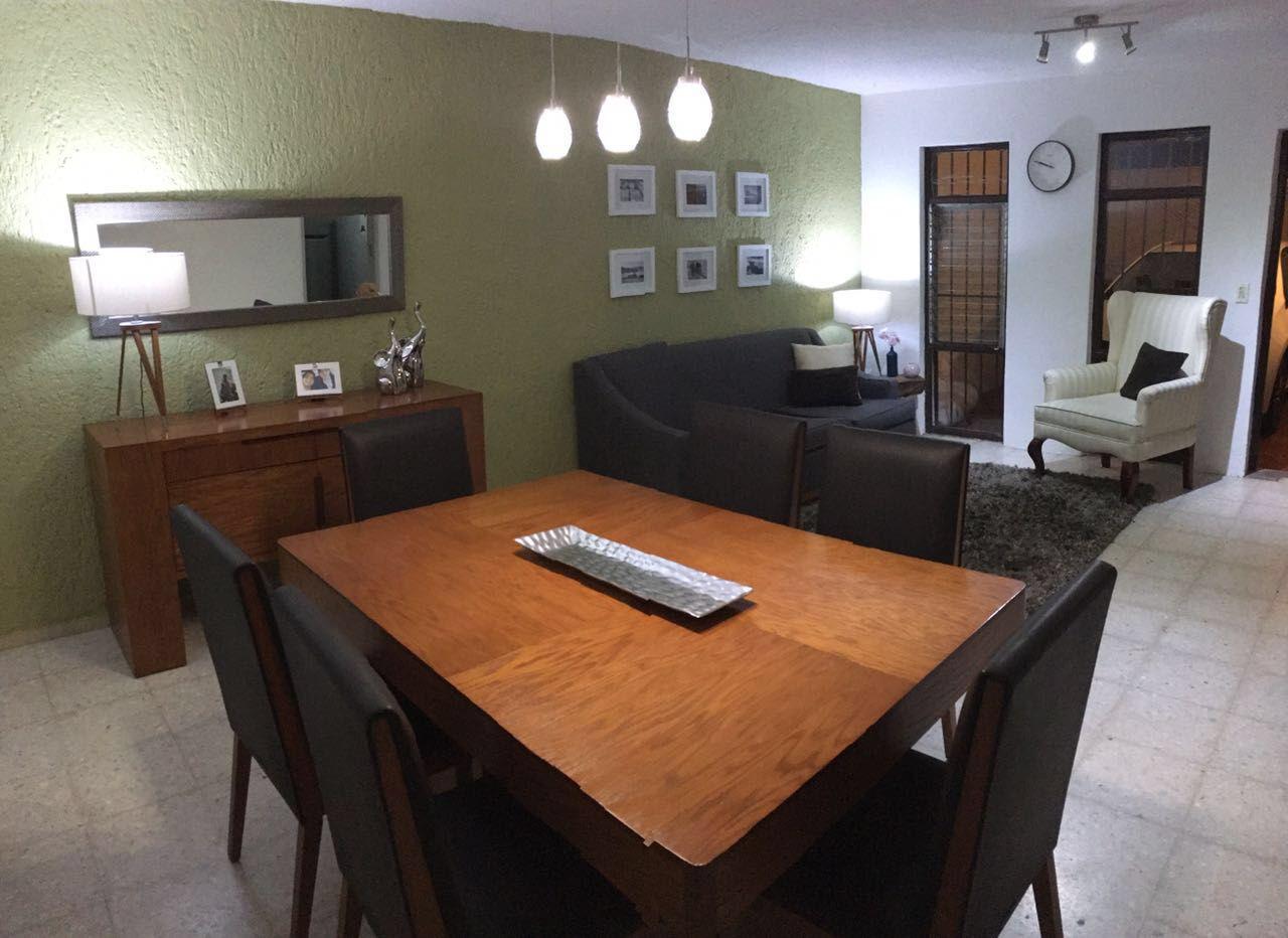 Mezcla de color chocolate, gris y pared verde, comedor y sala ...