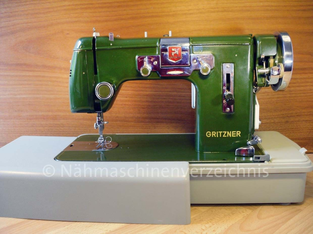A gritzner dark green exactly like the kenmore except it has a bull nose side bobbin - Reparation machine a coudre ...