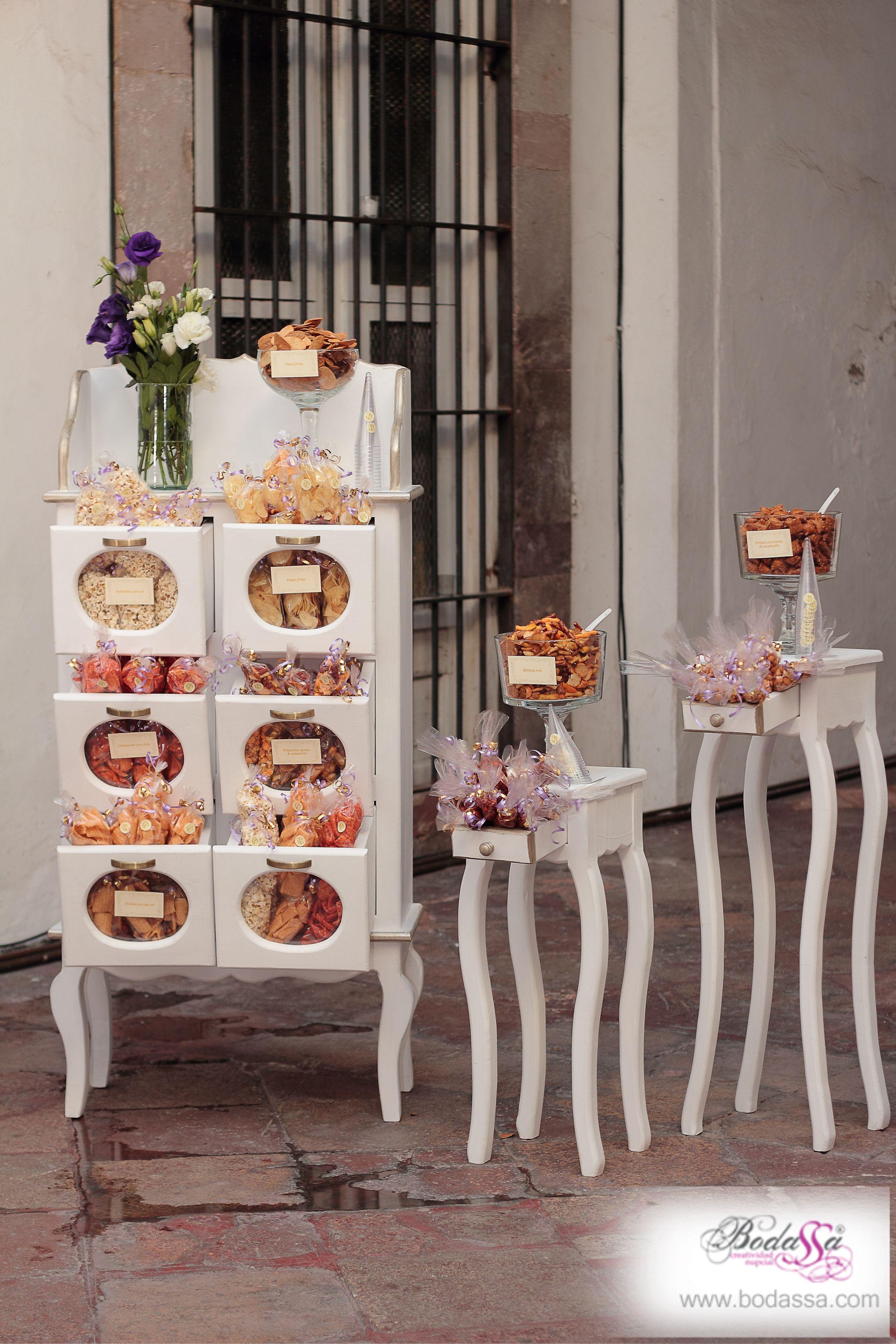Barra salada en mobiliario de diseño #BODAS #BODASSA #WEDDINGPLANNER www.bodassa.com
