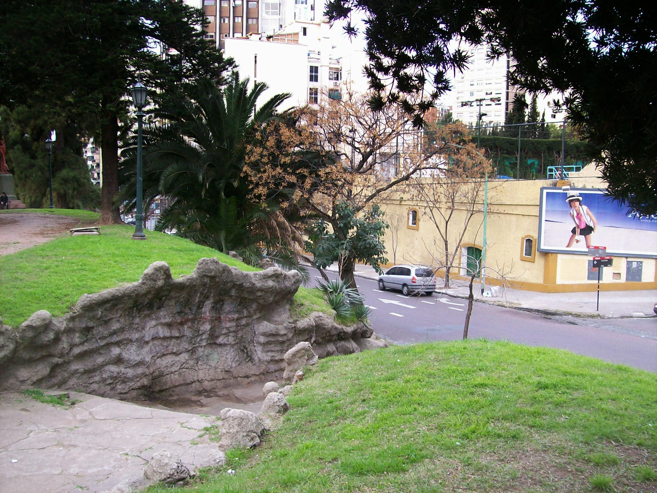 Plaza Barrancas de Belgrano. Escaleras a La Pampa y Arribeños.