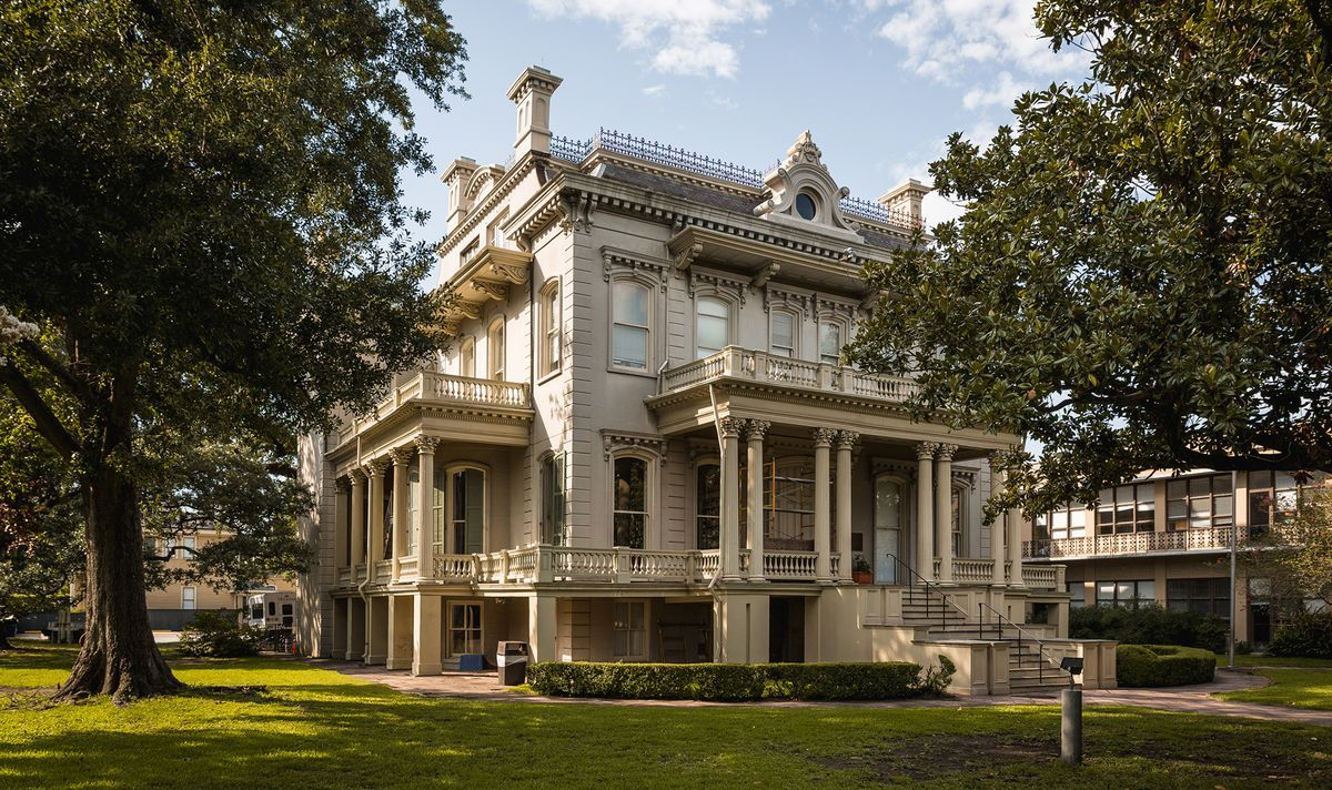 Beauty Beyond Bourbon Street: A NOLA Garden District Walking Tour ...