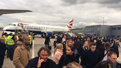 #美容 #バストアップ ロンドンの空港で催涙ガスか、27人が体調不良 一時閉鎖(AFPBB News) https://t.co/2IfEthMAJ7 https://t.co/7L3nKuRm7I https://t.co/zayKmDDkfk 《2016/10/22 09:46:15》