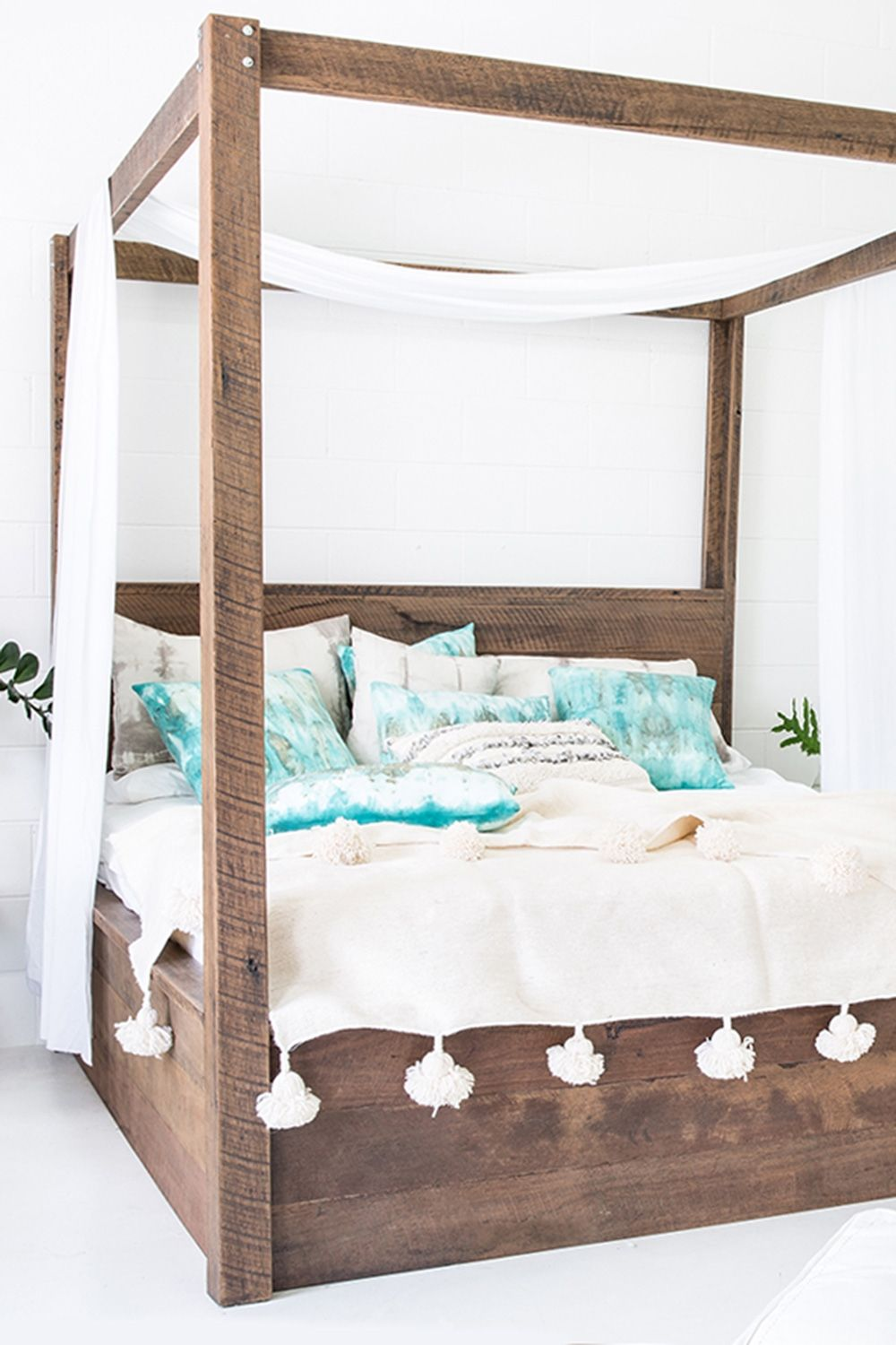 Best 3 000 00 The Four Poster Bed Symbolises Romance 640 x 480
