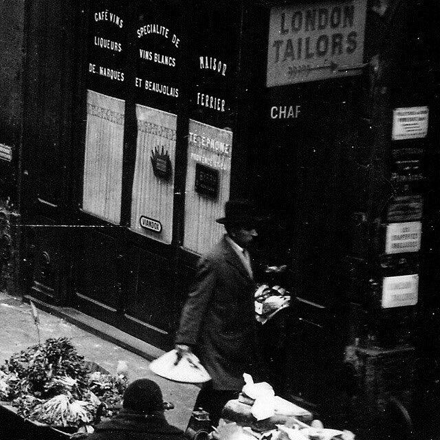 Tous les lundis dans votre boite mail une image inédite du vieux Paris.  Inscrivez vous ici : http://ift.tt/1qzJmJp (lien dans la bio)  #paris #vieuxparis #picturesofparis #bnw #photographie #oldphotography #oldparis #archive #arrondissements #paris1900 #parisphoto #parisien #parismaville #pariscartepostale #parisfrance