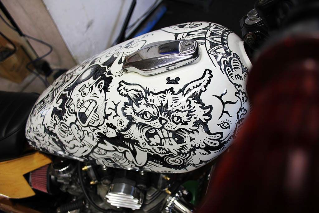 """We spiced up the fuel tank of a """"Cool Kid Customs"""" Yahama X650"""