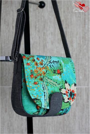 a435f6564 Esta bolsa é mais ou menos parecida com o modelo do post anterior. Tem  muitas fotos e moldes à venda AQUI