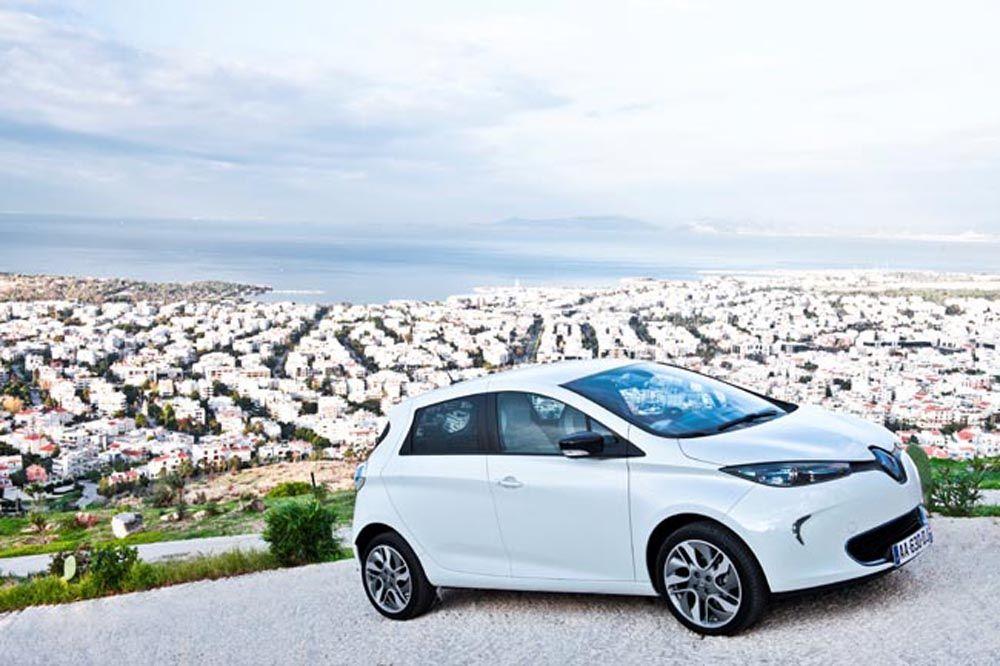 François Hollande veux mettre l'Elysée aux voitures électriques ! Les modèle Zoé de @Renault Official sont mis à l'honneur chez la présidence
